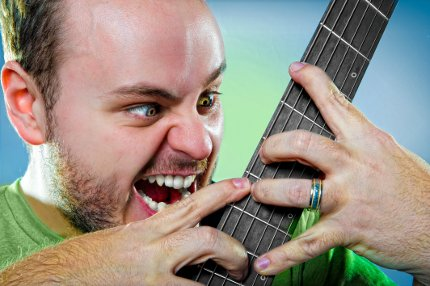Andy_McKee_Promo2010_fingers_4c