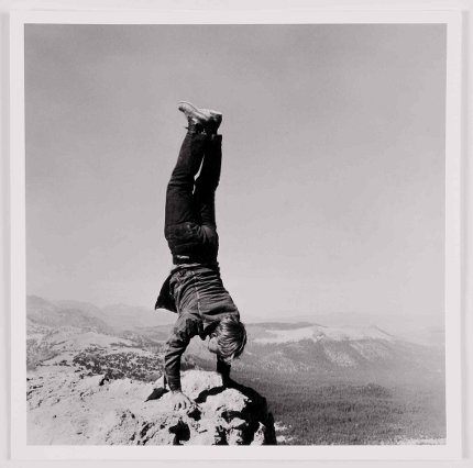 HdK-End-of-the-Earth-Robert-Kinmont-8_Natural-Handstands-Detail