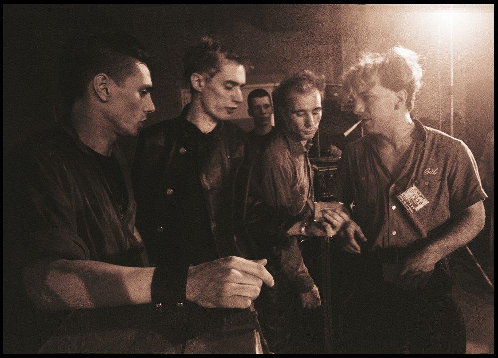 Einstürzende Neubauten auf der (at) documenta 7 v.l.n.r. (from left to right) Mark Chung, Blixa Bargeld, N. U. Unruh, FM Einheit, Fridericianum, Kassel, 1982 Foto (photo): Peter Gruchot