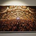 Oktoberfest und Achterbahnen: Fotoausstellung in der Architekturgalerie