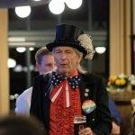 Mit Uncle Sam auf der Demokraten Wahlparty in München