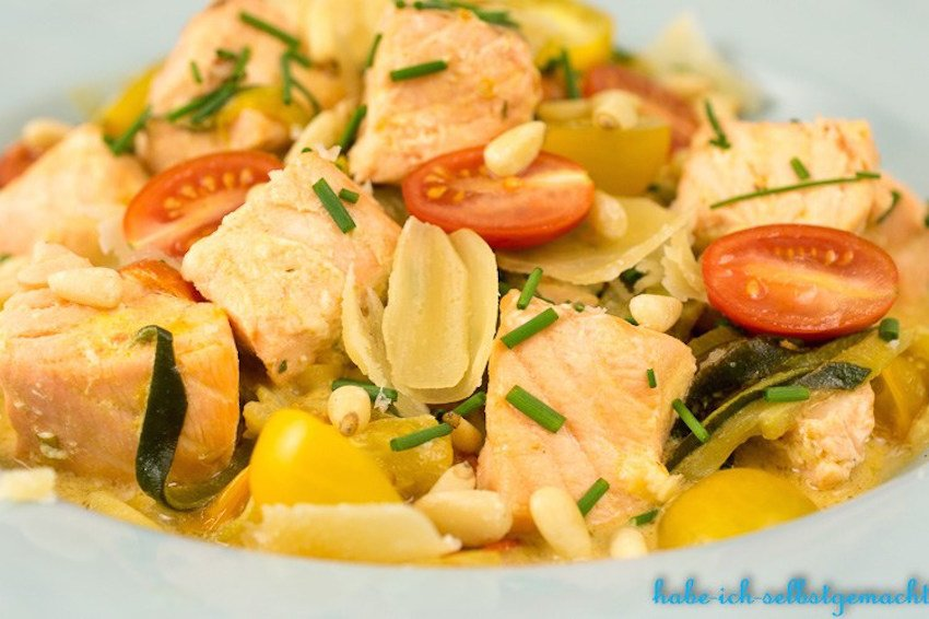 zucchini nudeln mit lachs sahne sauce low carb mucbook. Black Bedroom Furniture Sets. Home Design Ideas