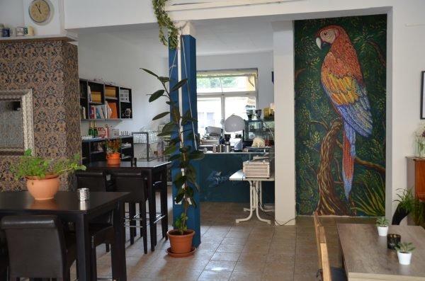 Den Papagei malte ein befreundeter Künstler