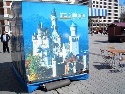 Red Bull Kühlschrank München : Red bull curates kühlschrank kunst mucbook
