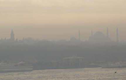 Topkapi Saray und Hagia Sofia im Morgennebel