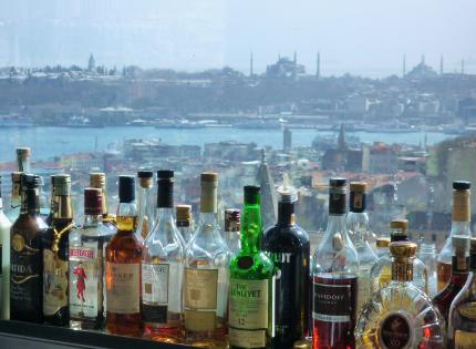 Istanbuler Gleichzeitigkeit II: 3000jährige Geschichte hinter 40prozentigem Alkohol