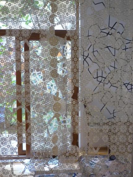 Ergül Cengiz` ornamental-durchsichtige Raumtrenner