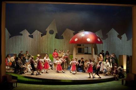 Szenenfoto Die verkaufte Braut - Ensemble © Hermann Posch