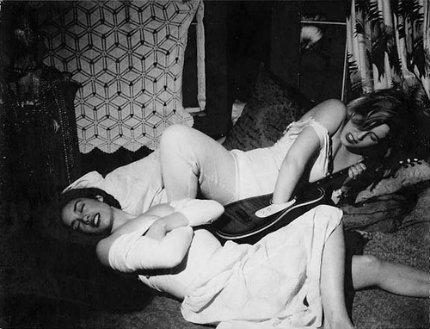 polaroid-guitar-women-