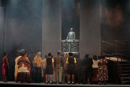 Mandela (Aubrey Lodewyk) hält seine erste Rede als freier Mann auf der Grande Parade  (c) Florian Staron