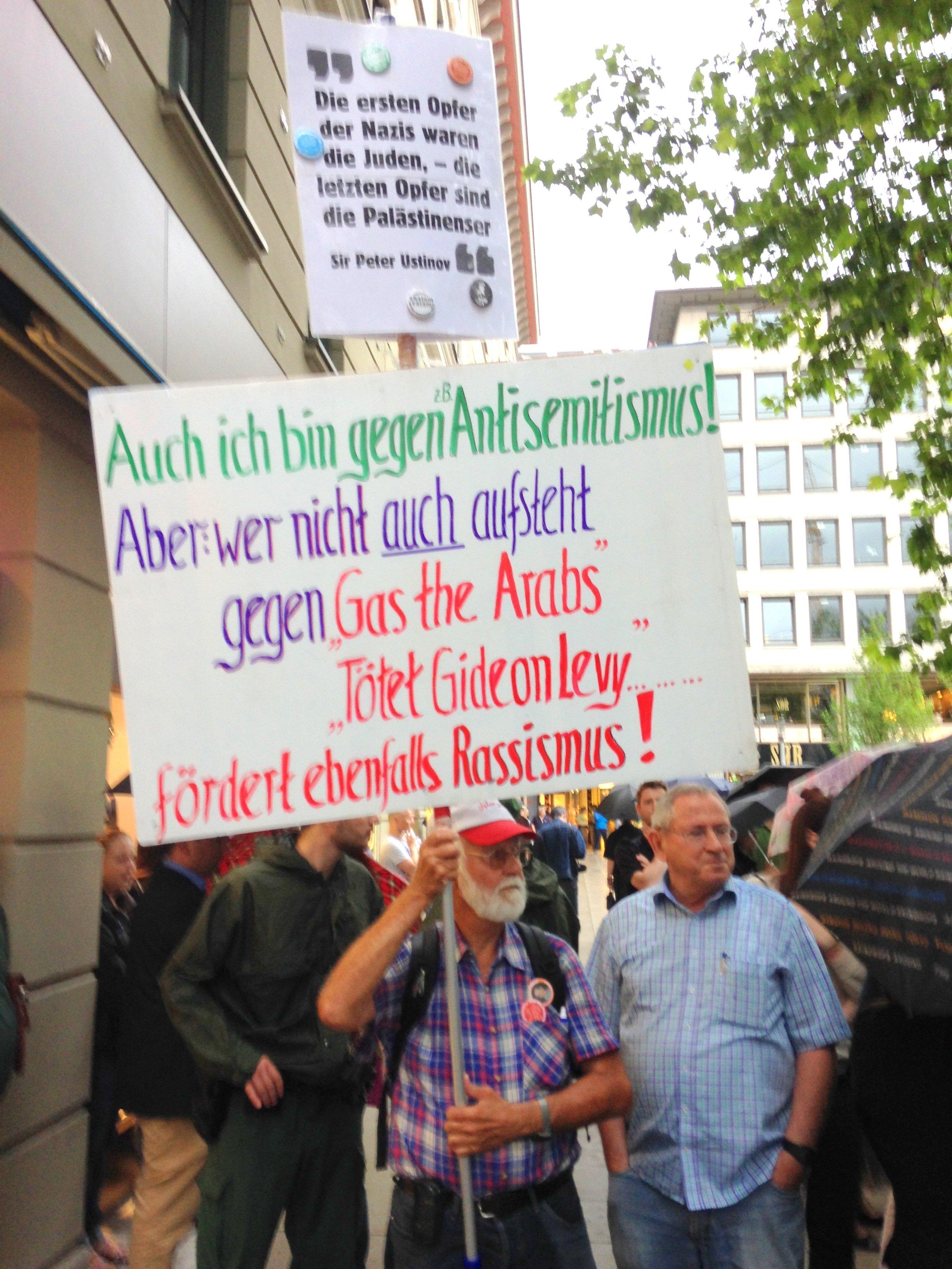 """Günther (links); """"Ordner"""" (rechts) Foto: Christoph Kürbel"""