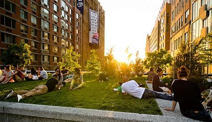Sunset in High Line Park via CC (Filipp Solovev)