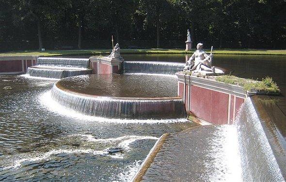 640px-Schlosspark_Nymphenburg_Grosse_Kaskade-2