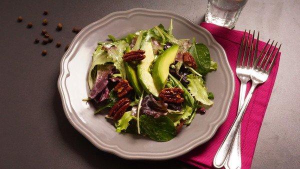 Avocado-Pecanuss-Salat