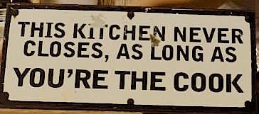 Schild: This kitchen never closes, als long as you're the cook