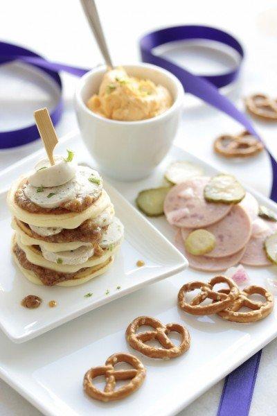 Mucbook: Pancake Stapel mit bayerischem Wurstsalat und Obazdn