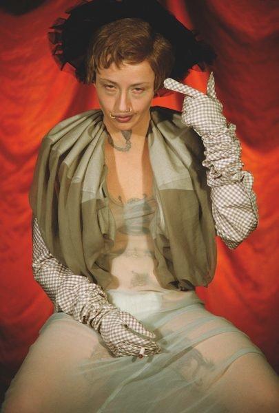 """Ein weiteres Selbstporträt von Cindy Sherman als """"Anti-Heldin"""": Untitled #299"""