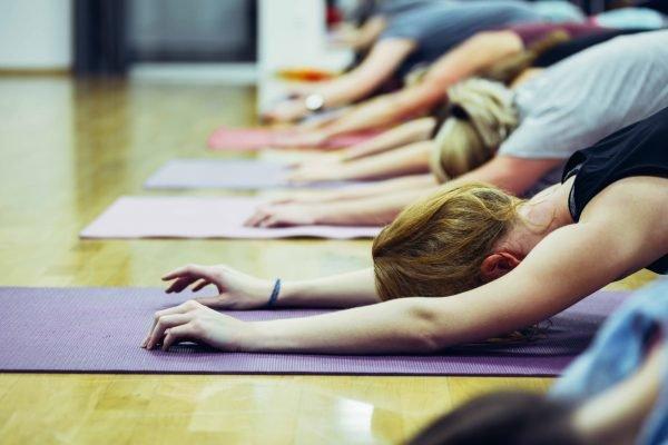 Yoga Kindhaltung Gruppe