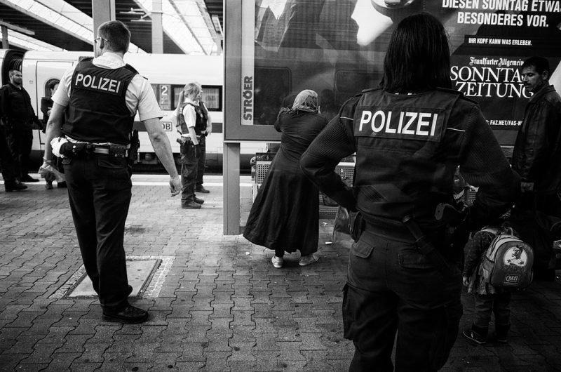 Polizeibeamte am Münchner Hauptbahnhof im September 2015. Credit: Andreas Schalk