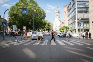 performance_bilder_durch_die_stadt (1)