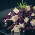 Lauwarmer Rote Bete Salat mit Feta Käse