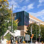 Tausende handgemalte Punkte: Skullphone's Digital Media Painting an der Dachauer Straße