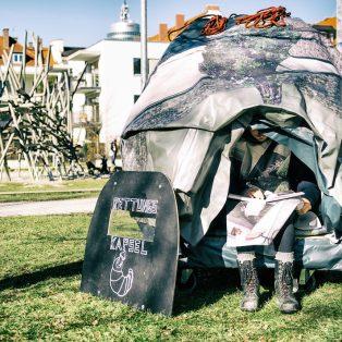 Unterwegs in der Kapsel: Dieser Künstler zog 7 Tage auf engstem Raum durch die Straßen