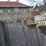 Vor dem Ruffinihaus: Dieser Bauzaun erzürnt die Stadt