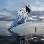 Silberglänzend, rauschend: das Künstlerkollektiv super+ lässt den Phönix auf Mauritius steigen