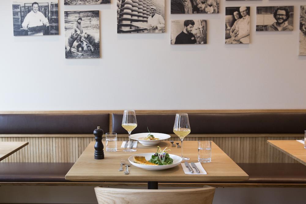 resihuber_senlding_vollcorner-Restaurant