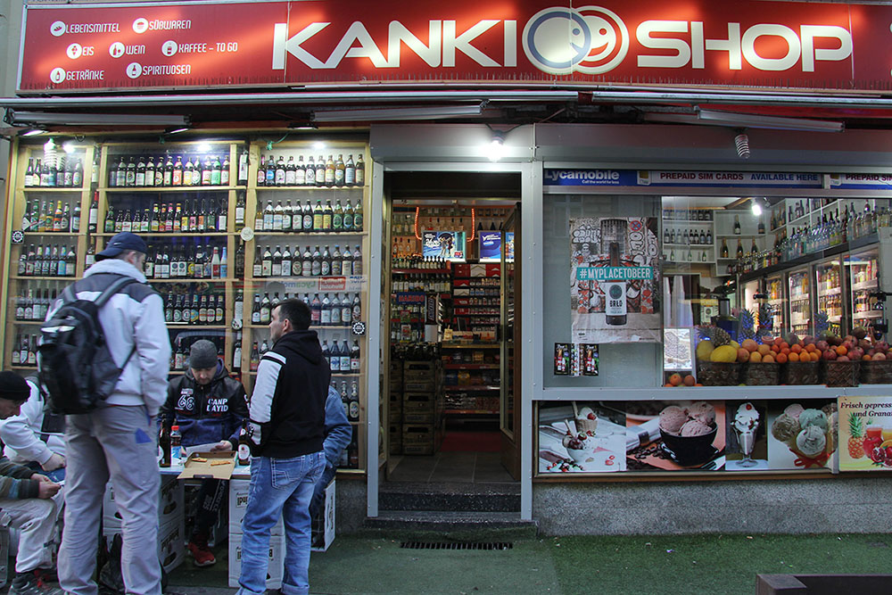 Außen unscheinbar, innen eine Spezialitäten-Bierhandlung: der Kanki-Spätkauf in Berlin-Neukölln. Foto: Alexander Viktorin