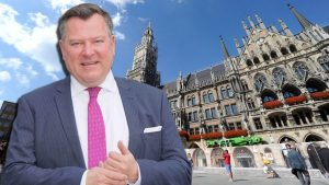 Der zweite Bürgermeister der Stadt München, Josef Schmid auf dem Marienplatz