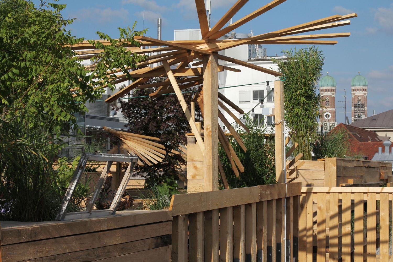 Balkonien auf dem Parkhausdach: ein Dachgarten für München