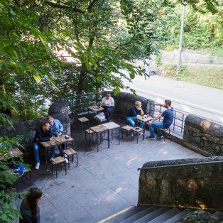 Neues aus der Bedürfnisanstalt: Das Crönlein am Kronepark hat geöffnet!