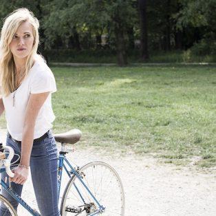Nachhaltig unterwegs: der Holzkohlegrill für den Fahrradtransport