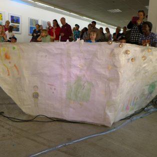 """""""unterwegs"""" – berührende Kunst von Kindern und Jugendlichen mit Fluchterfahrung im Kösk"""