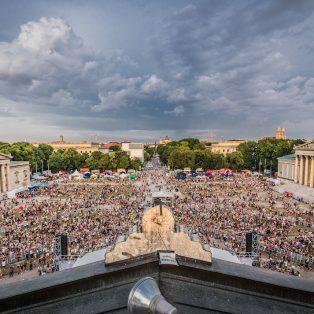 Bock aufs Oben Ohne Open Air am 21. Juli? Lili und Maxi von München Ticket bringen dich hin!