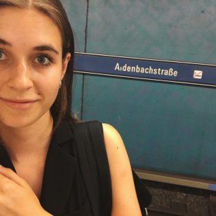 Meine Halte: Aidenbachstraße – Zwischen Skulpturen und Parkplatzdächern