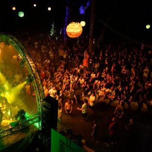 Zum ausverkauften Singoldsand Festival mit Dicht&Ergreifend, Bird Berlin, Philipp Dittberner u.v.m.