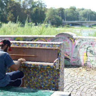 Es ist Streetpiano-September! Hier findest du die bunten Klaviere auf Münchens Straßen
