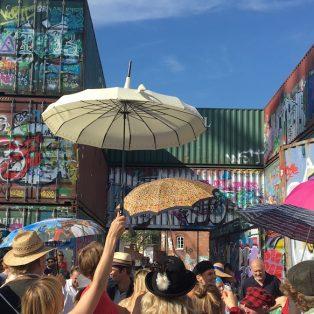 """""""Mia Ned!"""": das sind die Künstler mit Herz hinter dem viralen Video"""