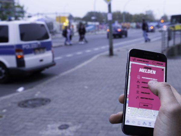 """Mit der """"Cop Map"""" protestieren die Polizeiklasse und das Peng!-Kollektiv gegen das Polizeiaufgabengesetz."""