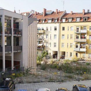 Baulücke liegt brach: Gewofag lässt Grundstück in München vergammeln
