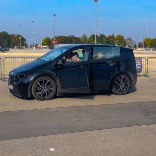 Kometenhafter Aufstieg des Münchner E-Autos Sion – Testfahrt auf der eMove 360 Messe