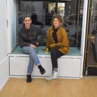 Kunst mit Sonnenbankflavour: Zwei Studenten der AdbK kuratieren jetzt in der Türkenstraße!
