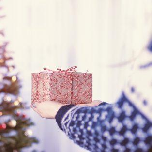 Weihnachtsgeschenke mal anders: 10 gemeinnützige Ideen