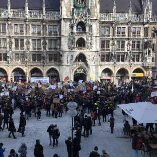 #FridaysforFuture: Jeden Freitag fordern junge Menschen mehr Klimaschutz auf dem Marienplatz