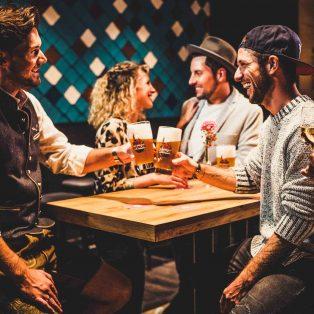 Bayerische Küche meets modernen Zeitgeist: das Restaurant Irmi eröffnet den Innenhof-Biergarten