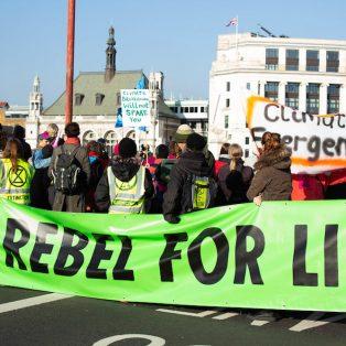 """Die Klimaaktivisten von """"Extinction Rebellion"""" rufen am 20. April zu zivilem Ungehorsam auf"""
