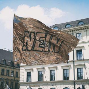 Glänzen für die (Kunst-)Freiheit: Das war die Demo der Vielen!
